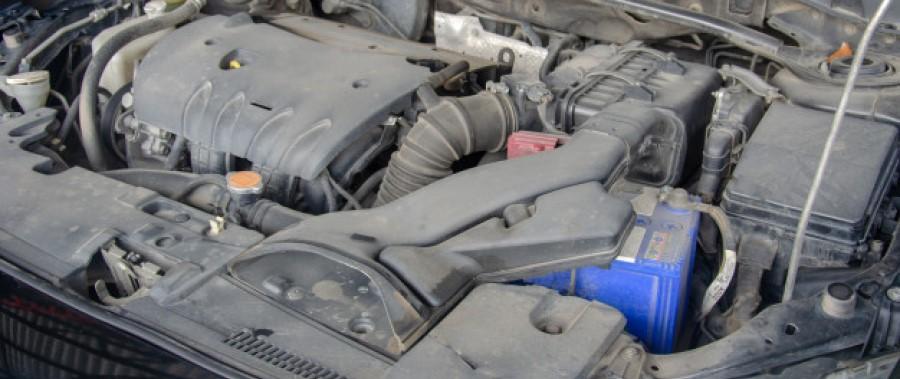 Motor sujo e incrustado